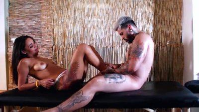Carol Tatuada Deliciosa Faz Atendimento A Novato Pornobr Videos