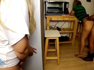 Gefangen meine Schwester in der Kueche gefickt